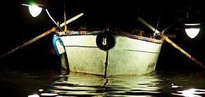 Perlengkapan yang diperlukan di kapal ketika memancing di malam hari