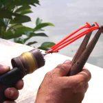 Teknik Tradisional Berburu Ikan Menggunakan Ketapel